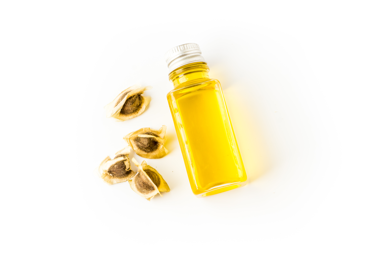 L'huile de moringa est un soin ancestral et source de bienfaits merveilleux pour la peau et les cheveux